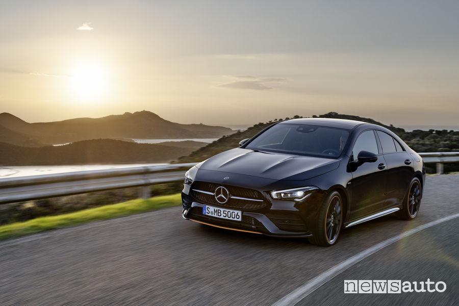 Mercedes-Benz CLA Edition Orange Art AMG Line, vista frontale