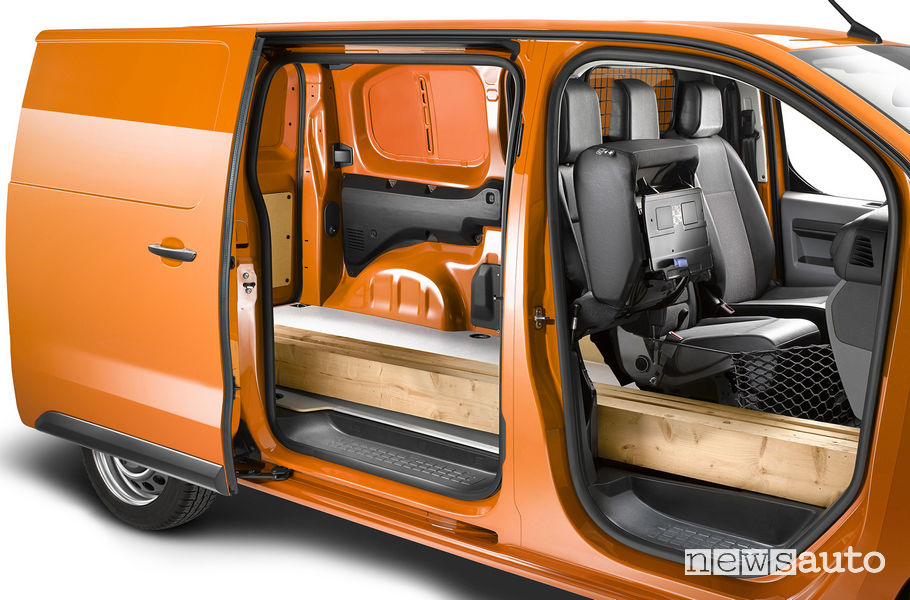 Opel Vivaro 2019, porta laterale scorrevole