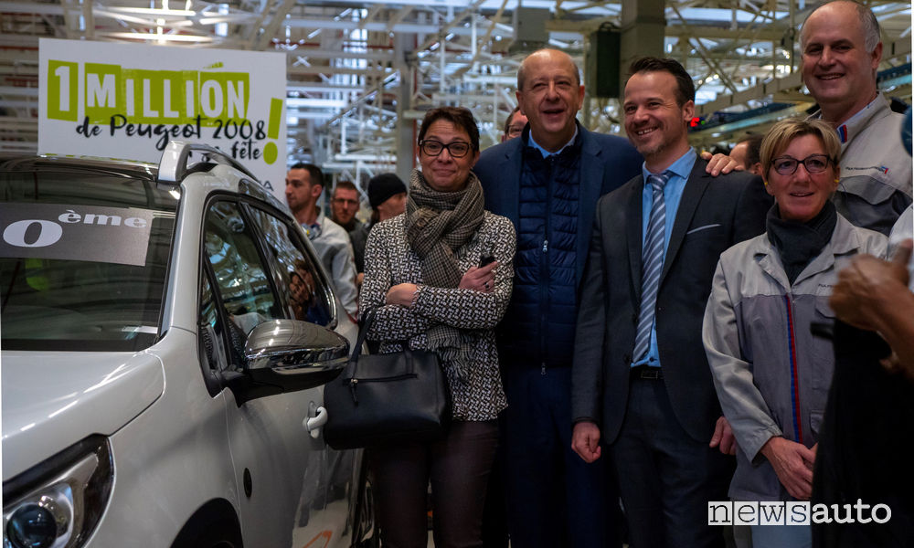 Jean-Philippe Imparato consegna le chiavi della Peugeot 2008 N. 1.000.000