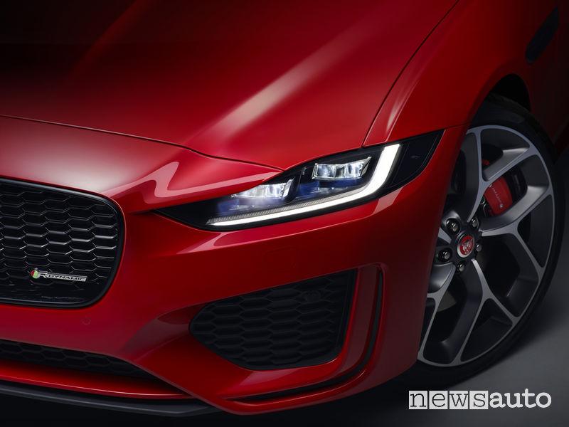 "Jaguar XE 2019, luci diurne ""J Blade"""