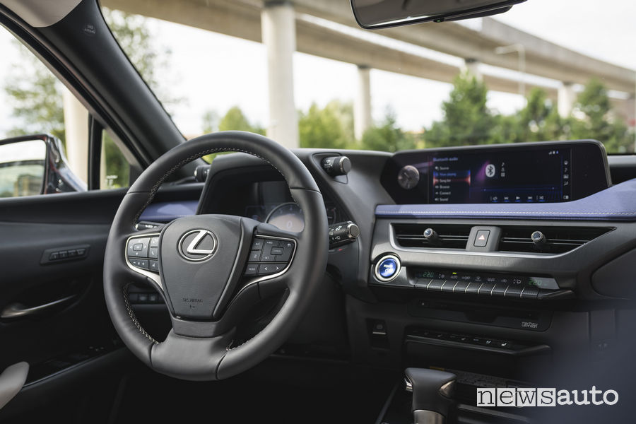 Lexus UX Hybrid, plancia strumenti