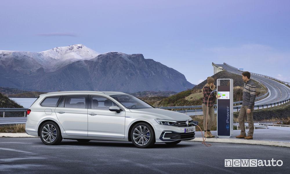Nuova Volkswagen Passat GTE Variant, ricarica