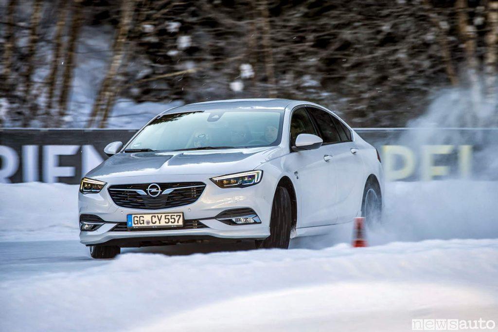 Schemi Elettrici Opel Insignia : Opel trazione integrale on demand su insignia newsauto