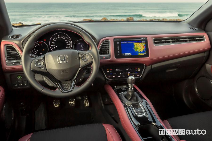 Honda HR-V 2019, plancia strumenti interno abitacolo