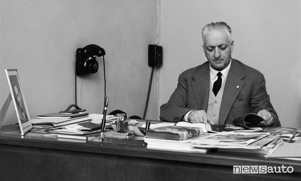 Enzo Ferrari nel suo ufficio FOTO