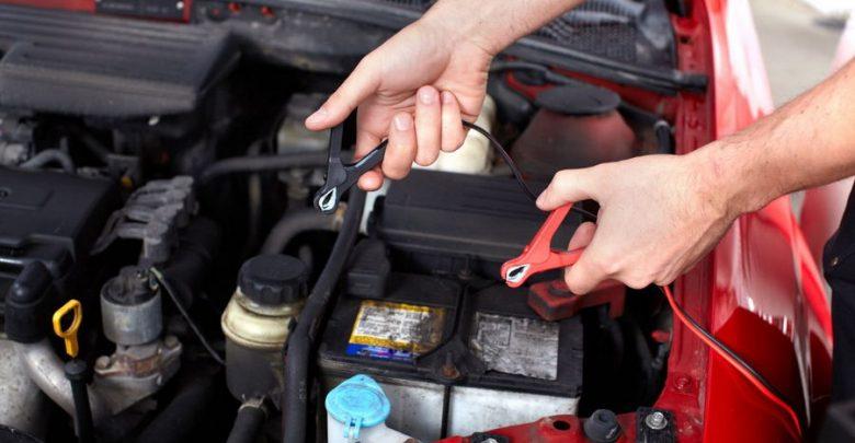 Manutenzione auto fai da te controllo carica della batteria