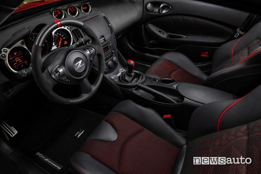 Interni Nissan 50 Anniversary Edition 370Z, sedili, volante, leva cambio