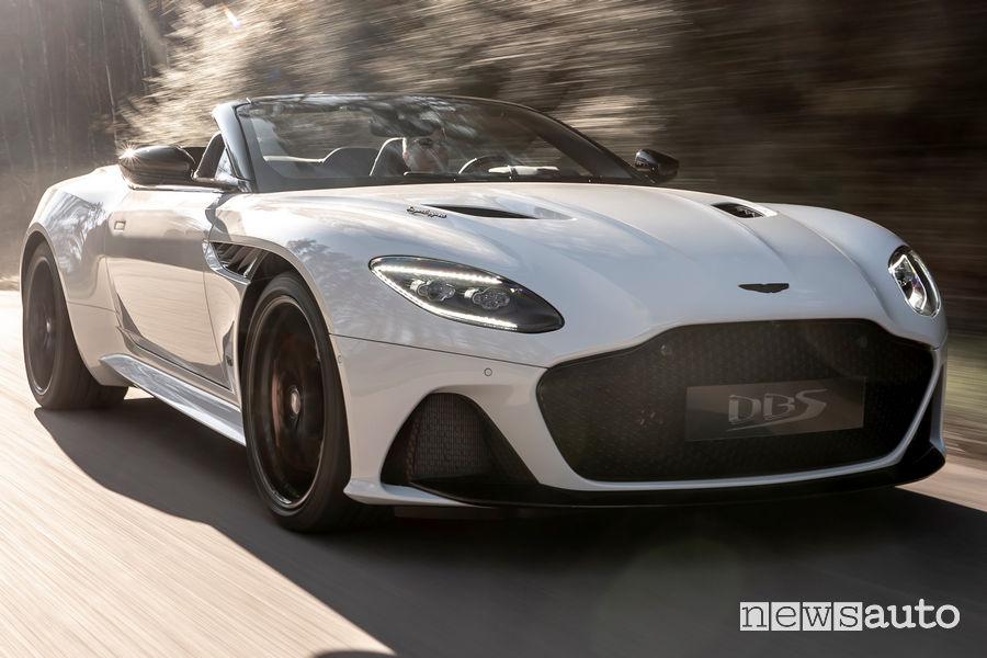 Aston Martin DBS Superleggera Volante vista di profilo