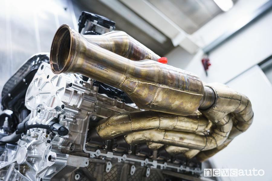 Collettori di scarico del motore V12 aspirato da 1.000 CV della Aston Martin Valkyrie