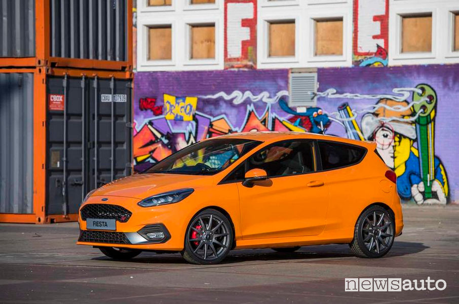 Ford Fiesta ST Performance Edition vista laterale