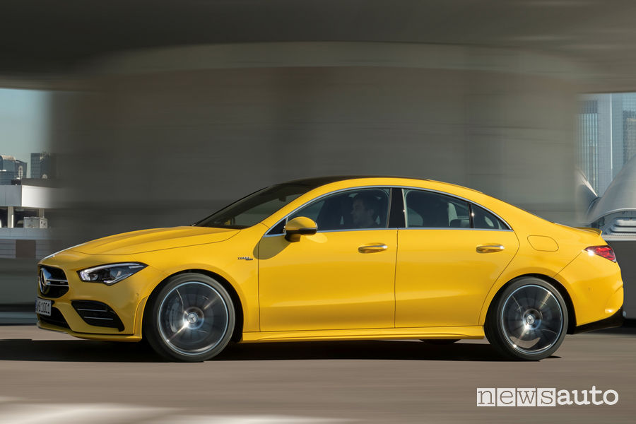 Mercedes-AMG CLA 35 4MATIC vista laterale