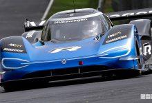 record per auto elettriche al Nurburgring Volkswagen ID. R