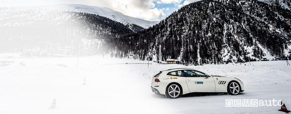 Record Ferrari GTC4 Lusso neve scuola guida Ferrari