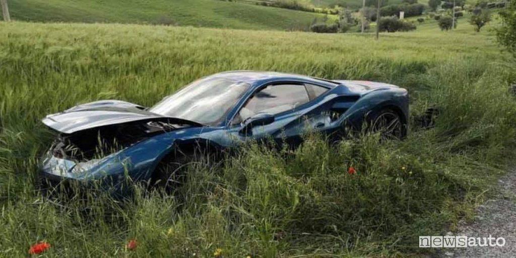 incidente Ferrari alla Mille Miglia 2019