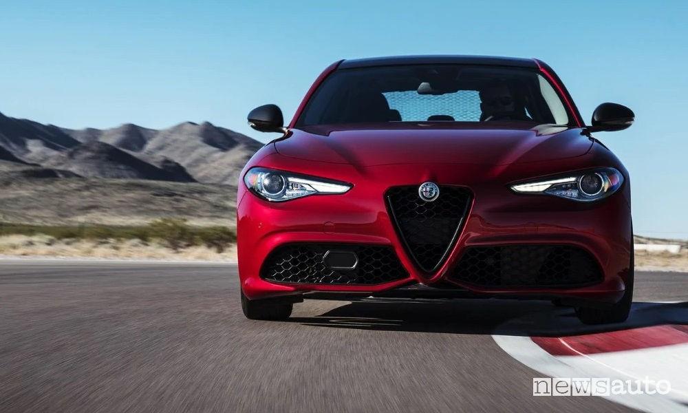 Alfa Romeo Giulia Sport-Tech vista frontale