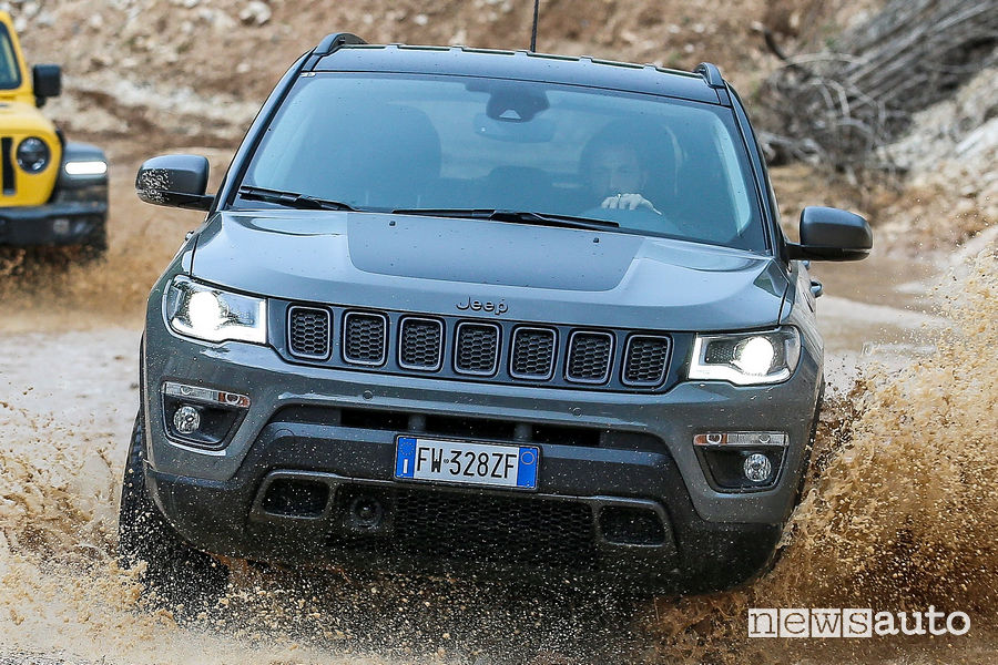 Jeep Compass Trailhawk in off road