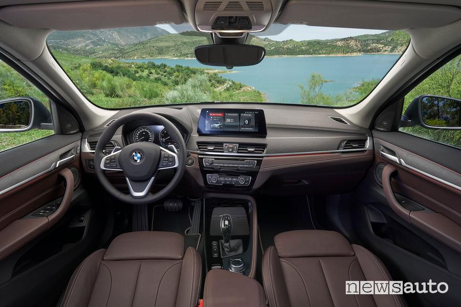 Nuova BMW X1 2019 plancia strumenti