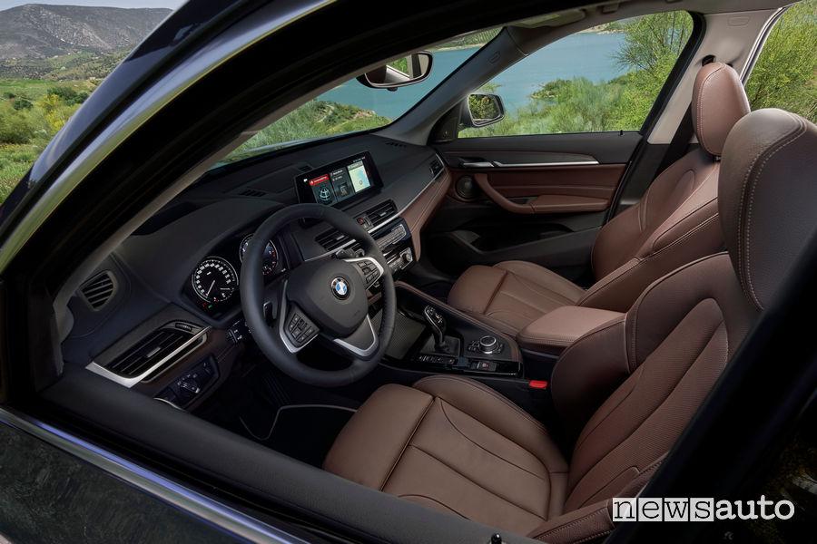 Nuova BMW X1 2019 abitacolo