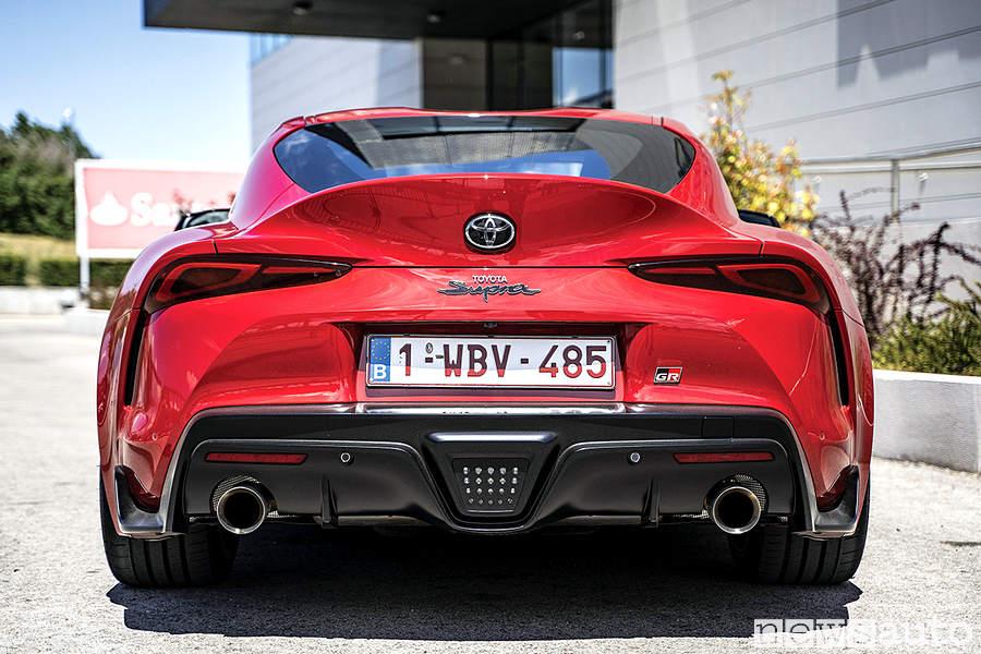 Toyota Supra rossa paraurti posteriore doppio scarico