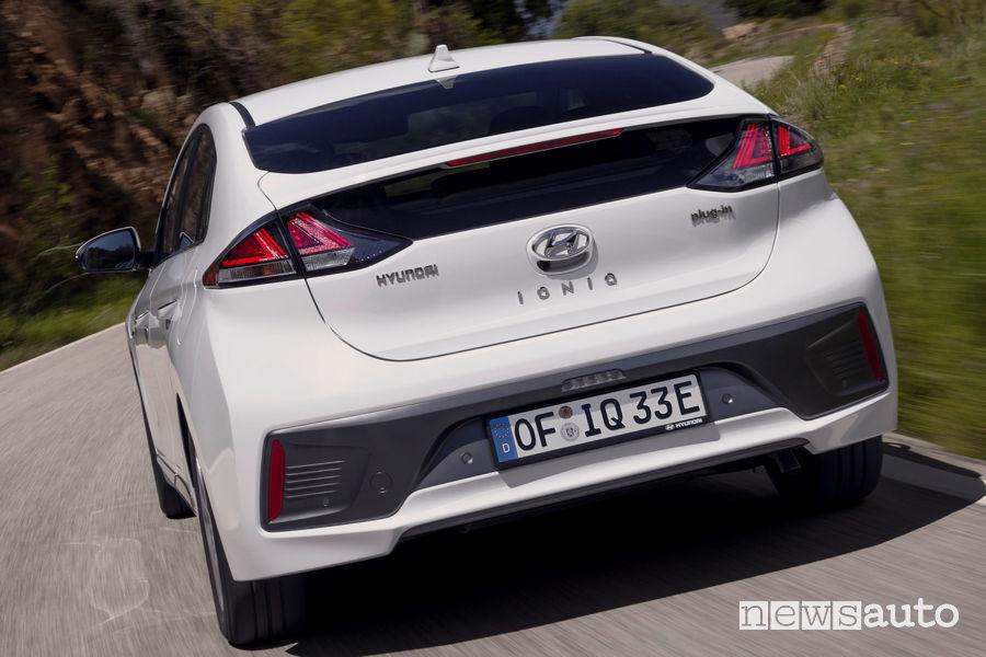 Vista posteriore Hyundai Ioniq Plug-In Hybrid