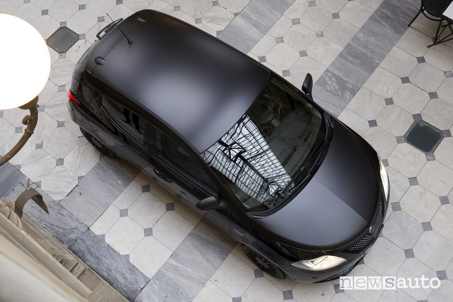 Vista dall'alto Lancia Ypsilon Black and Noir