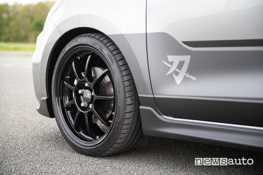 "Ruote OZ Racing da 17"" con Michelin Pilot Sport 4"