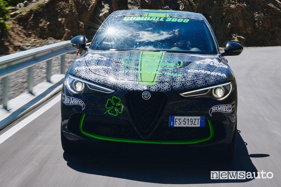 Alfa Romeo Stelvio Gumball 3000 vista frontale in movimento