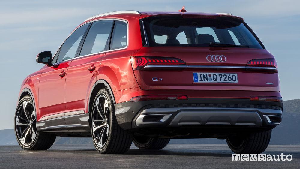Audi Q7 2020 vista posteriore