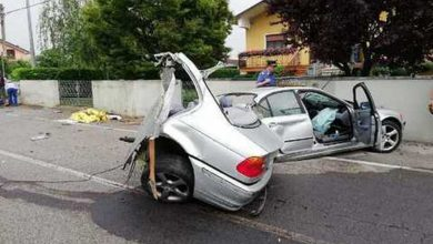Photo of BMW si spezza in 2, incidente mortale nel Friuli
