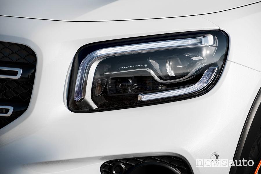 Mercedes-Benz GLB Edition 1 fari anteriori