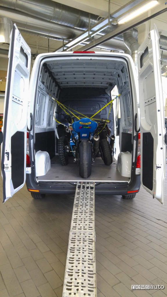 3 moto caricate a bordo del nuovo Sprinter