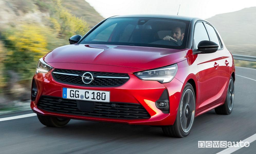 Opel Corsa 2019 vista di profilo in movimento