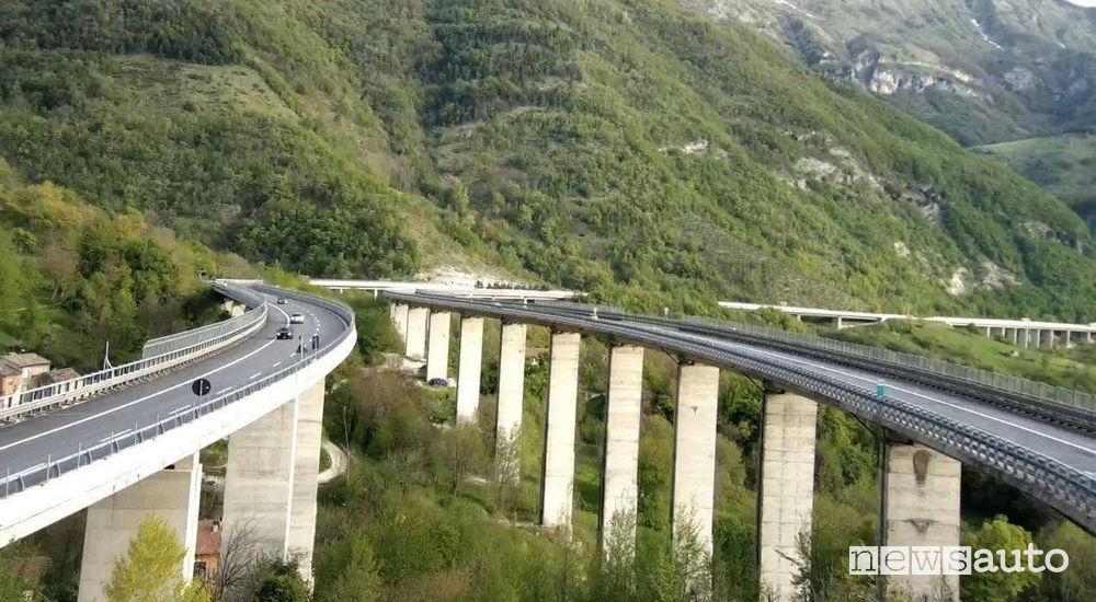 Strada dei Parchi A24 e A25 il viadotto che si trova all'altezza di Pietrasecca in Abruzzo