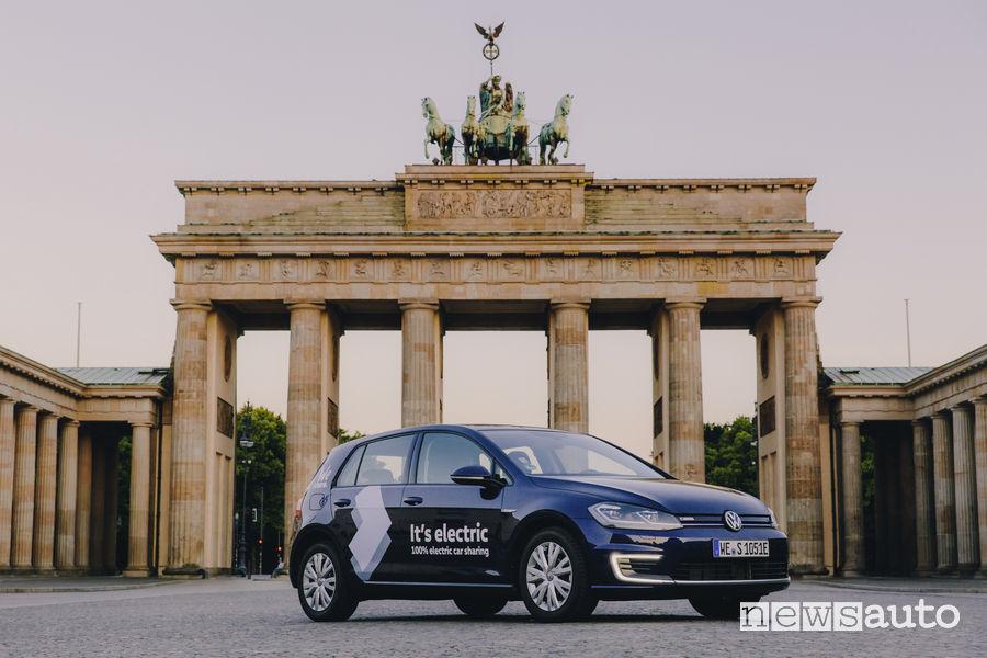 Volkswagen e-Golf car sharing WeShare Porta di Brandeburgo Berlino