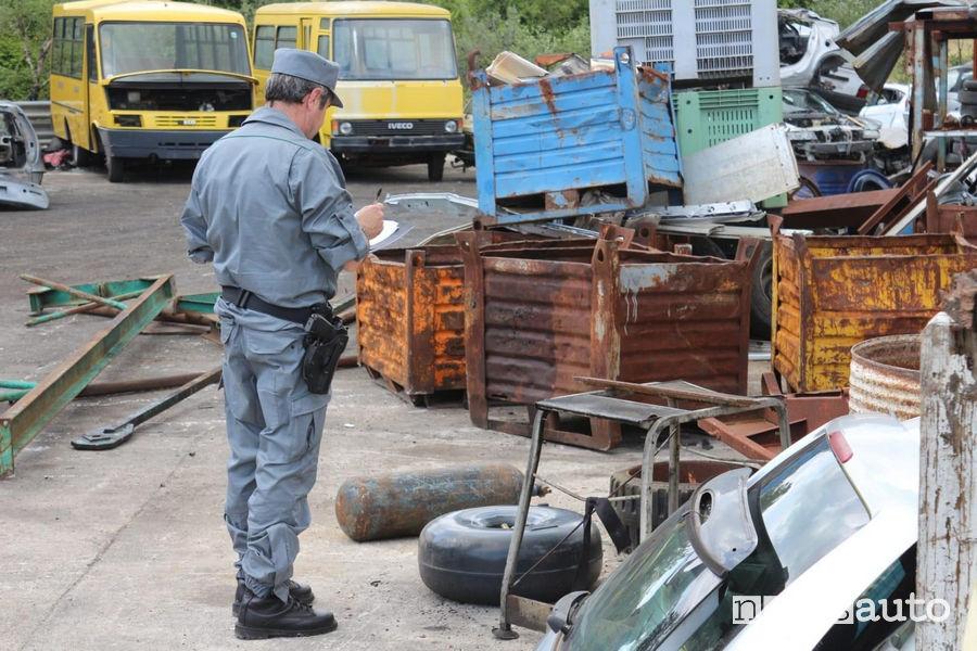 Autodemolitori auto in provincia di Frosinone sequestrati dai carabinieri