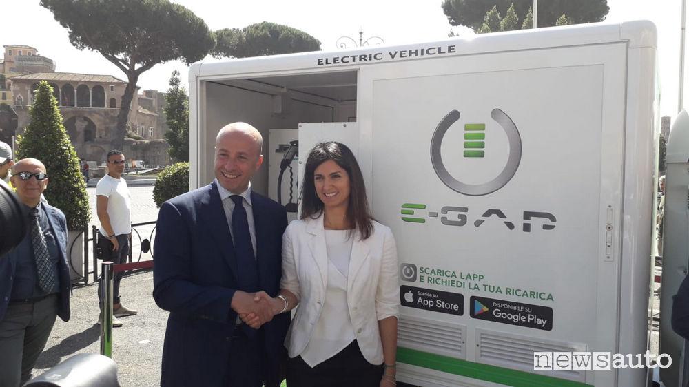 Francesco De Meo, Direttore Marketing di E-GAP insieme a Virginia Raggi, Sindaca di Roma