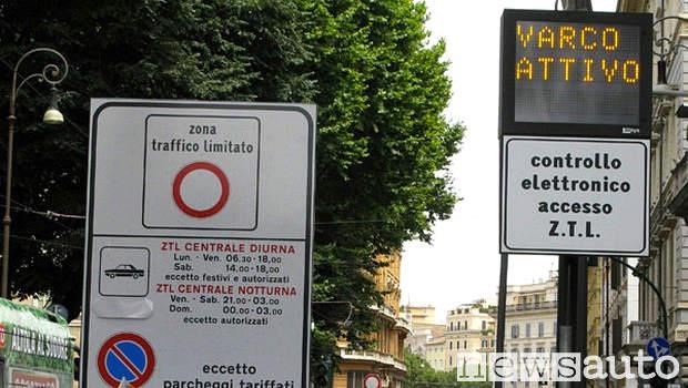 Varco ZTL Roma attivo, l'auto elettrica non paga e circola liberamente