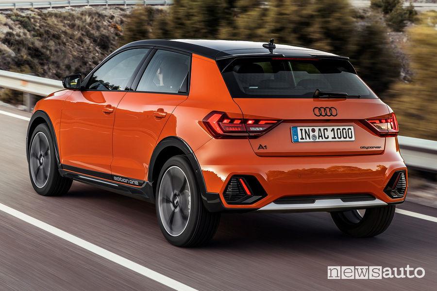 Audi A1 citycarver vista posteriore in movimento