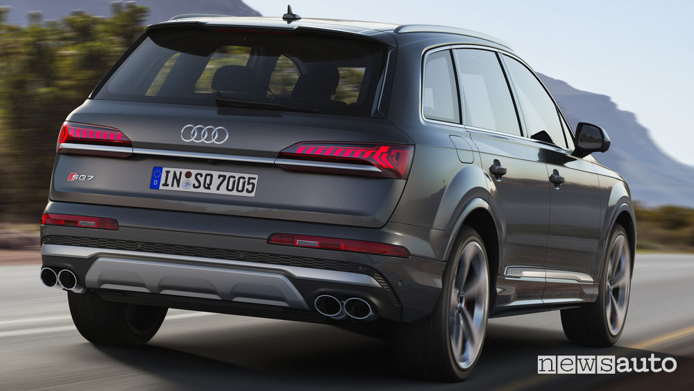 Audi SQ7 TDI vista posteriore in movimento