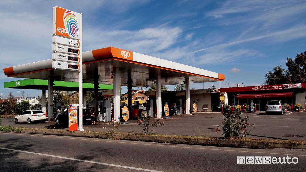 pompe bianche e distributori no logo: in Italia sono oltre 7.000