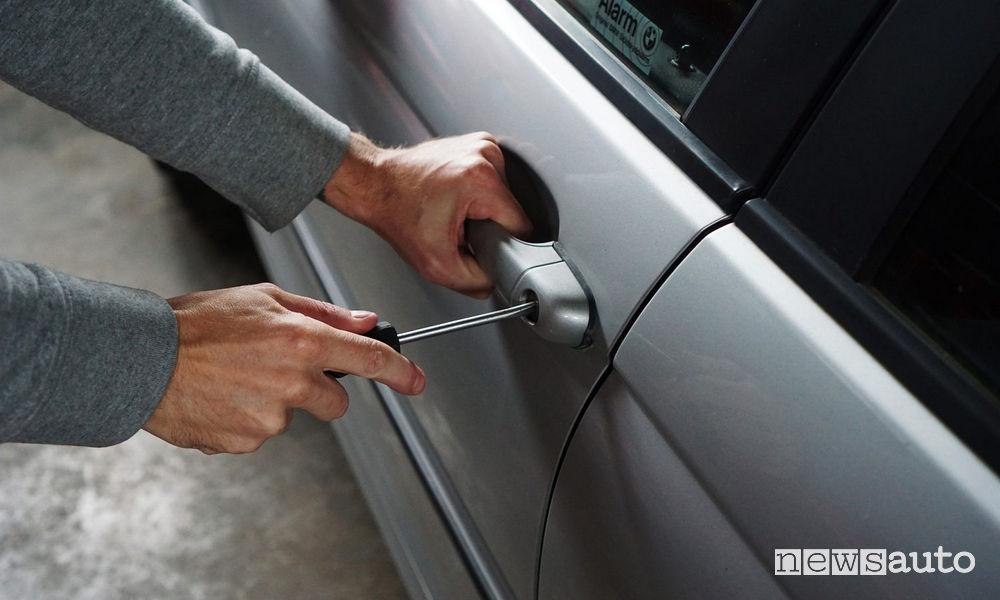 Auto noleggio: boom di furti, danni da oltre 10 milioni di euro