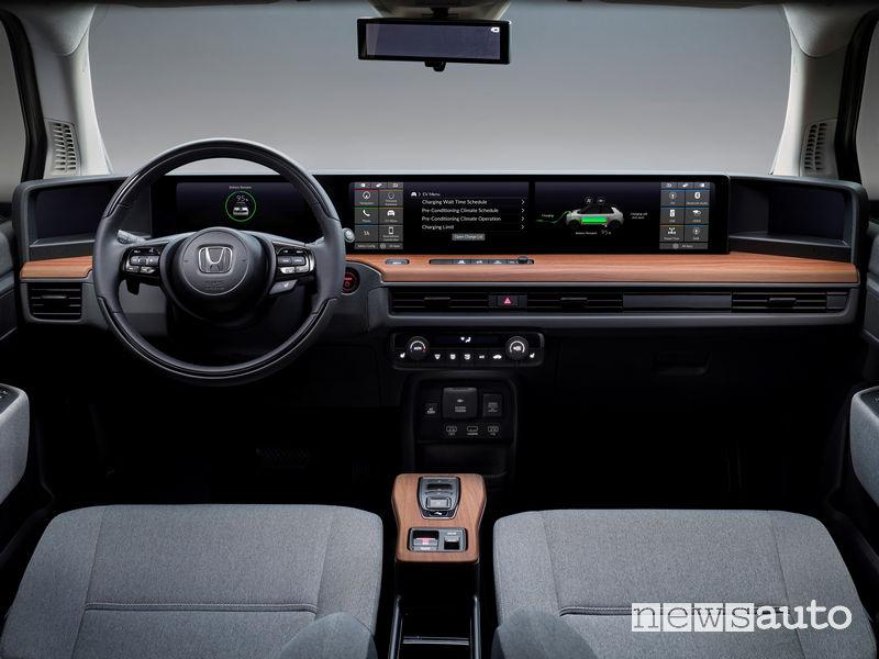 Citycar elettrica Honda e plancia strumenti composta da 5 display