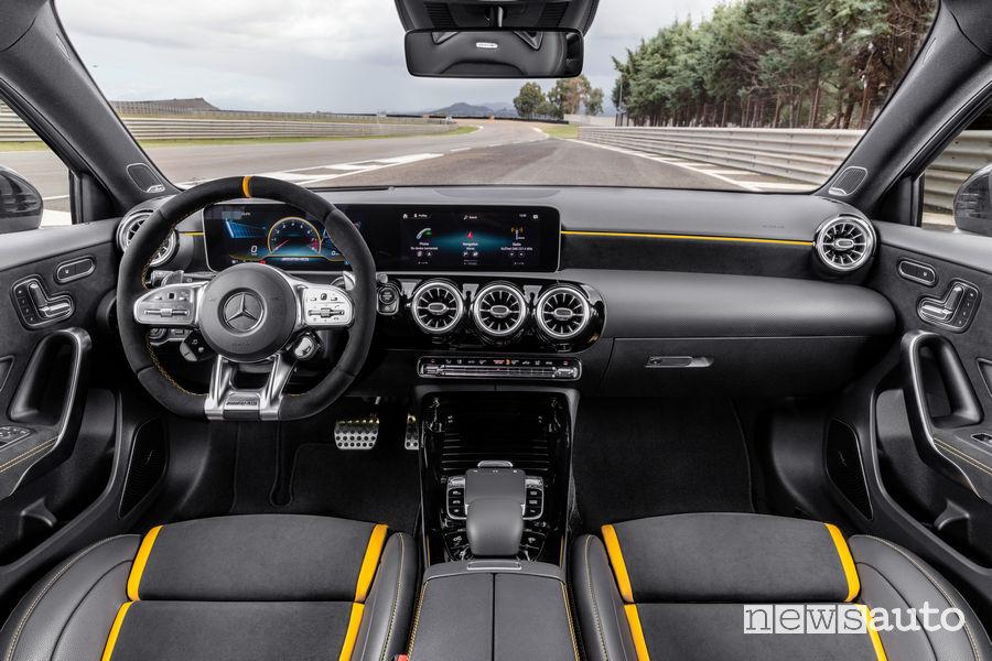 Mercedes-AMG A 45 S 4MATIC+ plancia strumenti