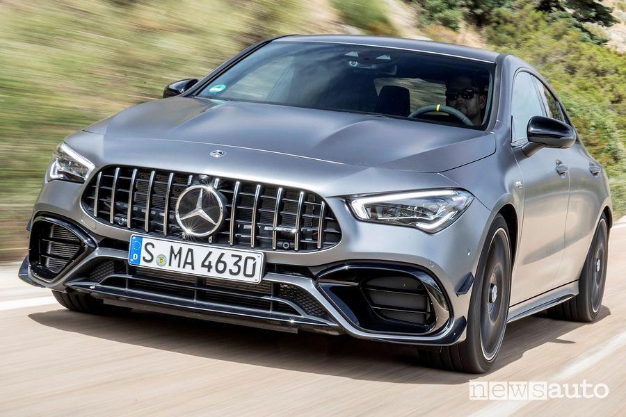 Mercedes-AMG CLA 45 S 4MATIC+ vista di profilo in movimento