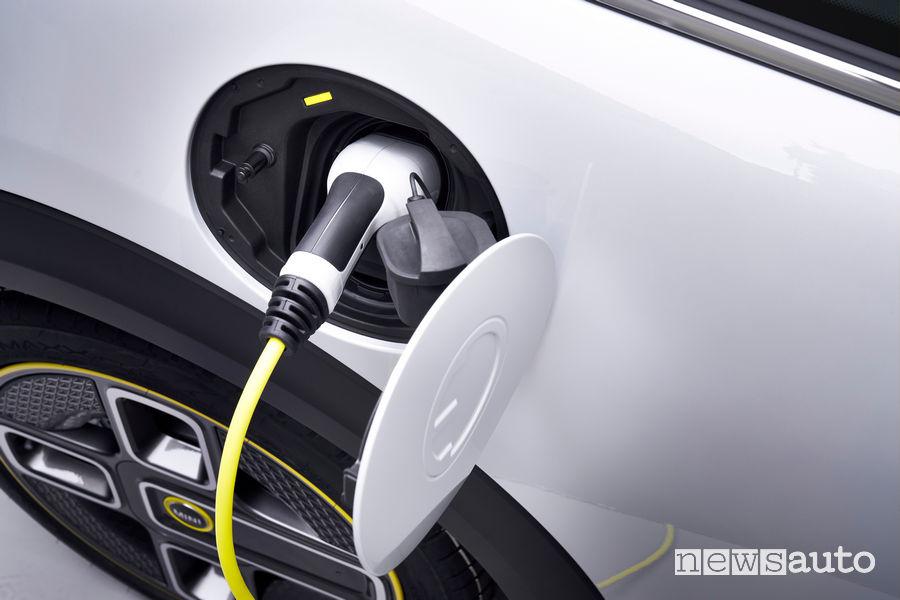 Mini Cooper elettrica Cooper SE presa di ricarica CCS e Type2