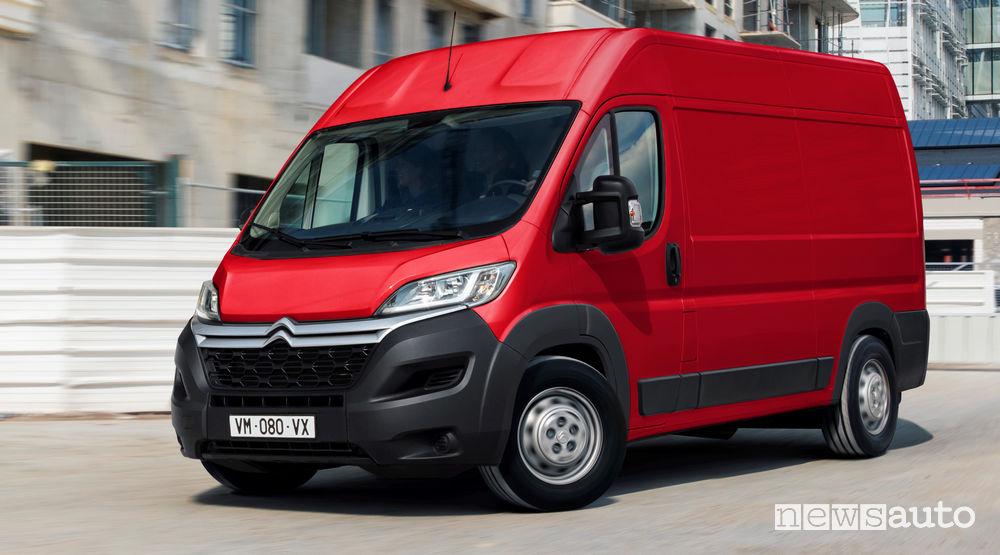 Nuovo Citroën Jumper 2019 vista di profilo