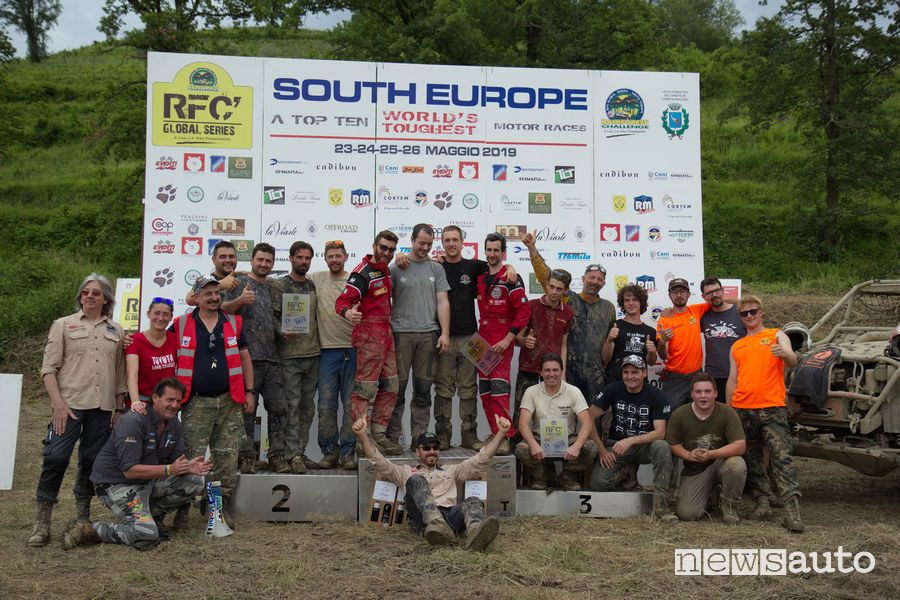 Rainforest South Europe 2019 podio completo insieme allo Staff