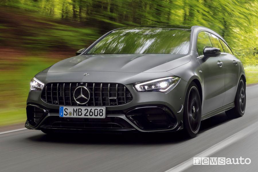 Mercedes-AMG CLA 45 S 4Matic+Shooting Brake vista di profilo in movimento