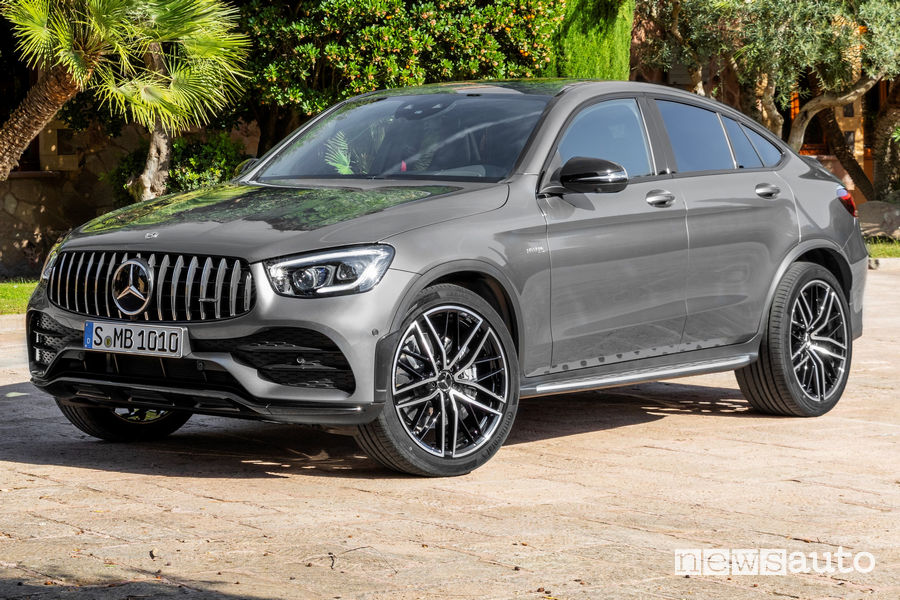 Mercedes-AMG GLC 43 4Matic Coupé vista di profilo