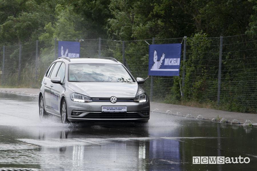 Test Michelin pneumatici usati sull'acqua e test acquaplaning